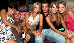 Personas en club nocturno