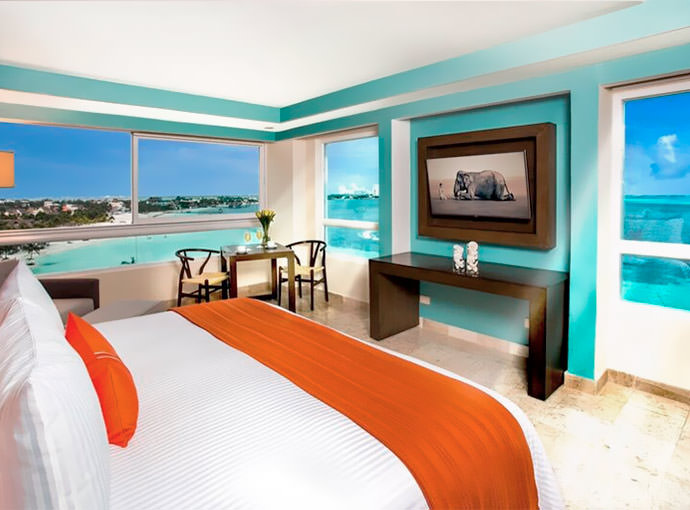 Preferred Club Corner Suite Ocean Front King