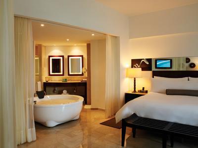 live aqua beach resort cancun cancun hotels auto hotel deluxe