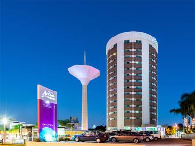 Arriva express familiarizarse con la hermosa chica for Hotel plaza de sol
