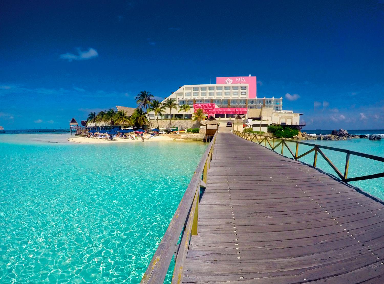 Mia Reef Isla Resort