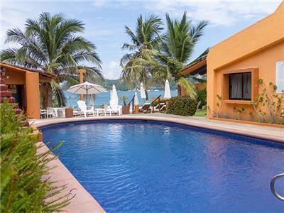 Villas miramar en ixtapa y zihuatanejo reserva de hoteles for Hoteles con piscina en san sebastian