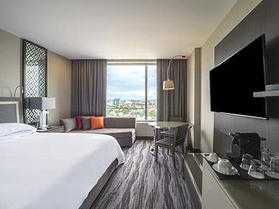 Habitaciones en el hotel grand fiesta americana puebla for Cama grand king