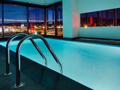 Hotel ramada encore quer taro en quer taro reserva de for Hoteles con piscina en guadalajara