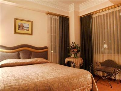 quito chat rooms 2 connecting rooms ~ the first room is designed for your children and the second room is set up for you with easy access to your  or for a moment of relaxation after a hard day this is.