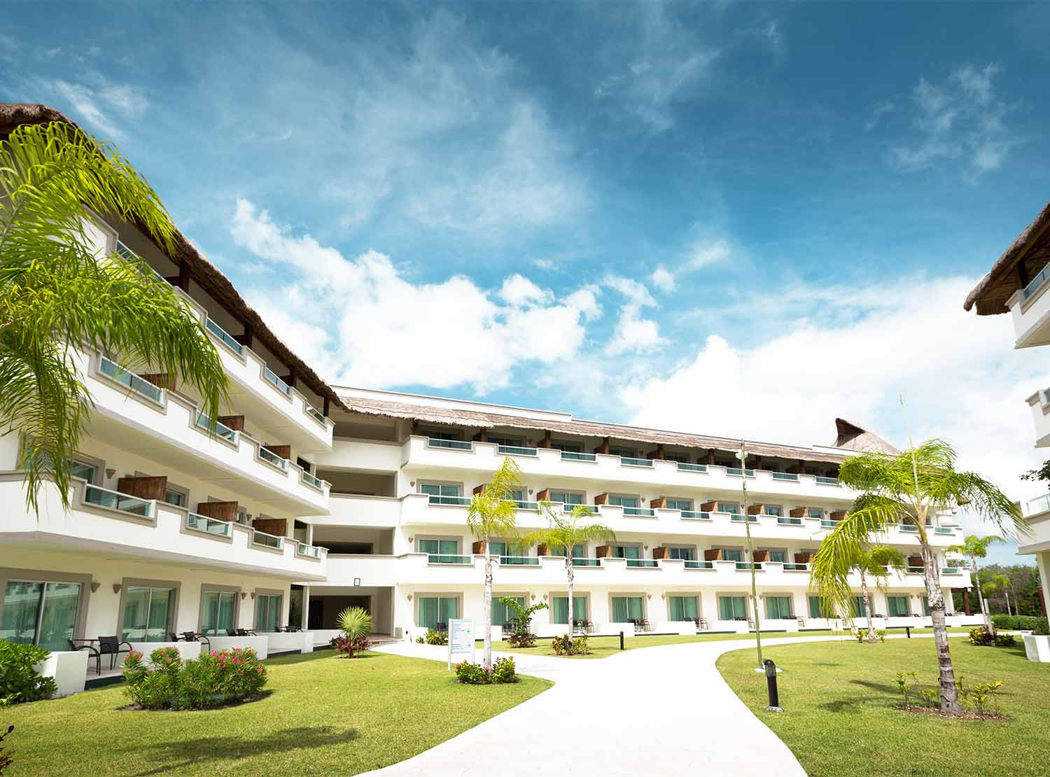 All inclusive hotels and resorts in cancun for the best for Blue bay grand esmeralda deluxe v jardin