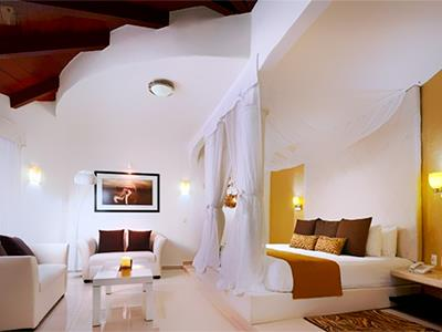 riviera chat rooms Ideal for relaxing while flipping through the photos after a long day of sightseeing, living room is also the perfect spot for an excursion rendezvous, a convivial chat with friends or a business conversation with an associate.