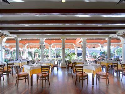 Grand Palladium Colonial Room Service