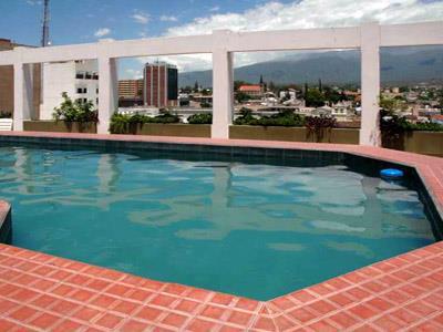 Hotel arenales en san fernando del valle de catamarca for Piscina san fernando